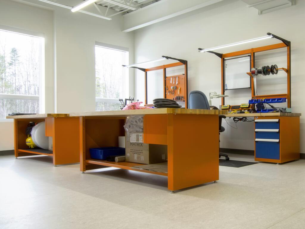 Poste de travail orange bleu