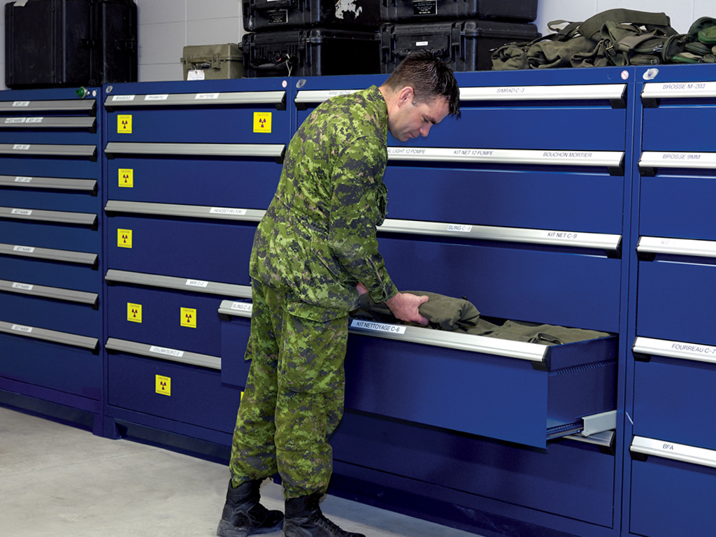 Stationary drawer cabinets